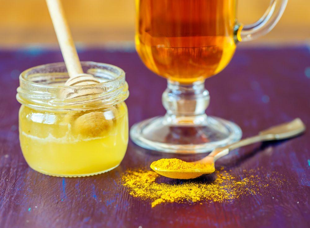 Uống tinh bột nghệ mật ong hằng ngày giúp đề phòng nhiều bệnh tật nguy hiểm