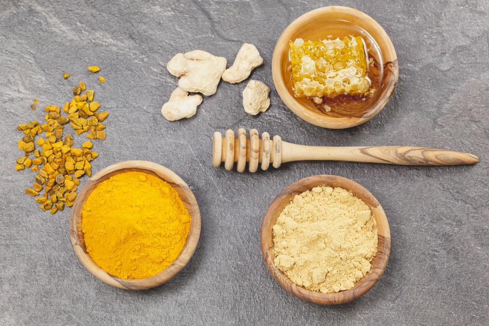 Mặt nạ tinh bột nghệ cho da khô kết hợp mật ong và dầu oliu