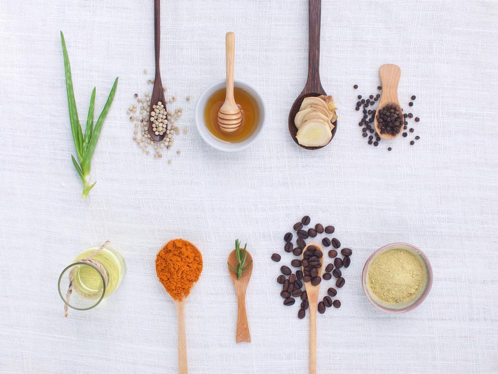 Tinh bột nghệ mật ong khi kết hợp với các nguyên liệu khác sẽ cho ra một loại mặt nạ dưỡng da phù hợp với từng loại da