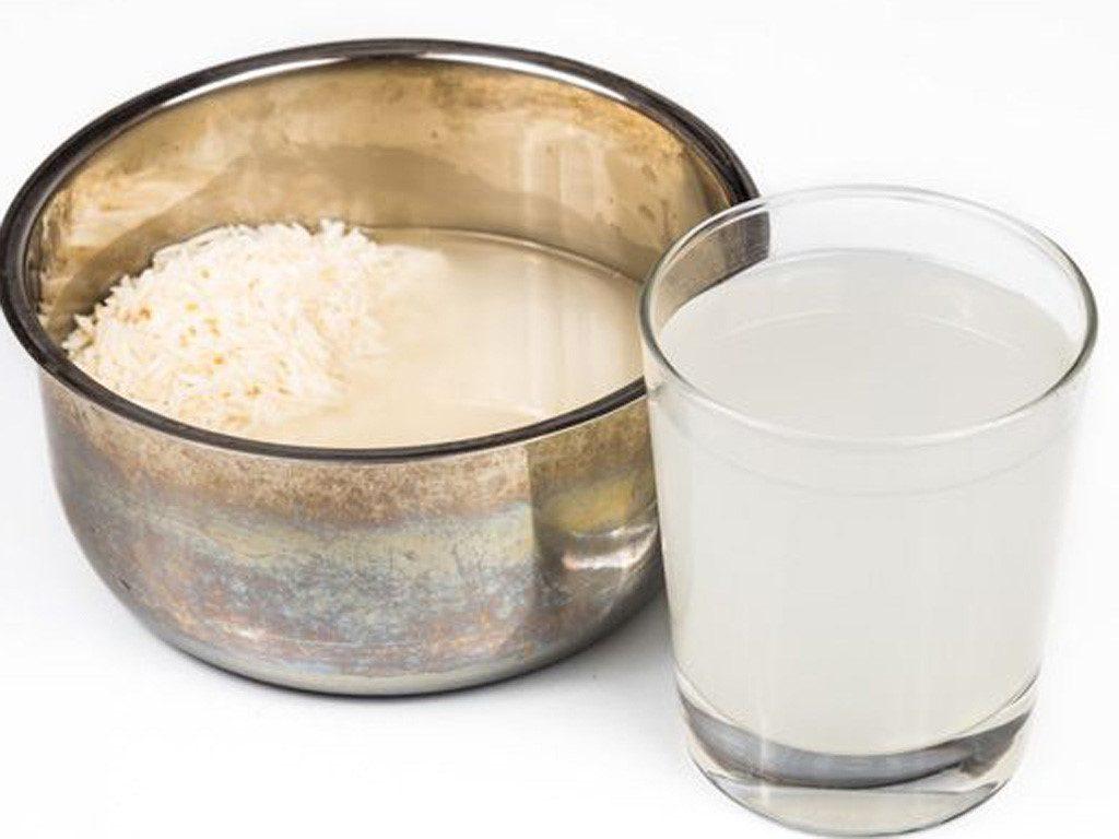 Nước cơm - nước vo gạo cũng là 1 lựa chọn tốt trong trường hợp cơn đau đến bất ngờ