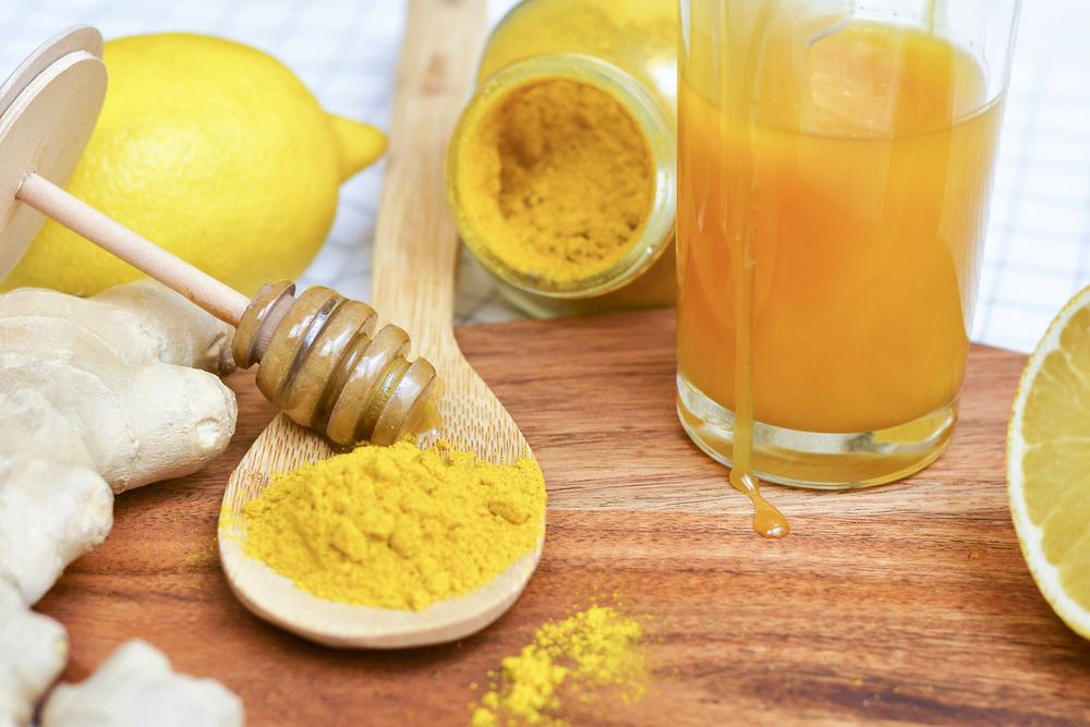 Tinh bột nghệ với mật ong giúp làm đẹp vô cùng hiệu quả