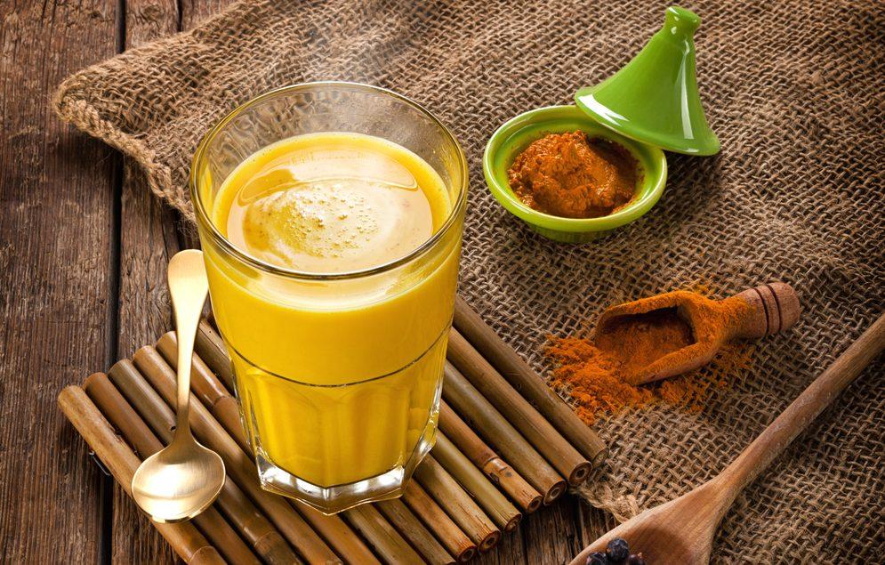 Uống tinh bột nghệ với nước ấm mới phát huy hết tác dụng của tinh bột nghệ