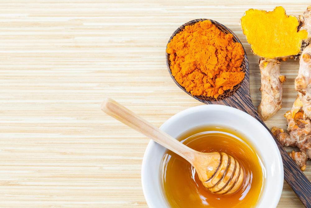 Cho dù làn da bạn đang bị mụn hay bị tổn thương do mụn thì mặt nạ tinh bột nghệ mật ong cũng sẽ giúp chăm sóc làn da hoàn hảo