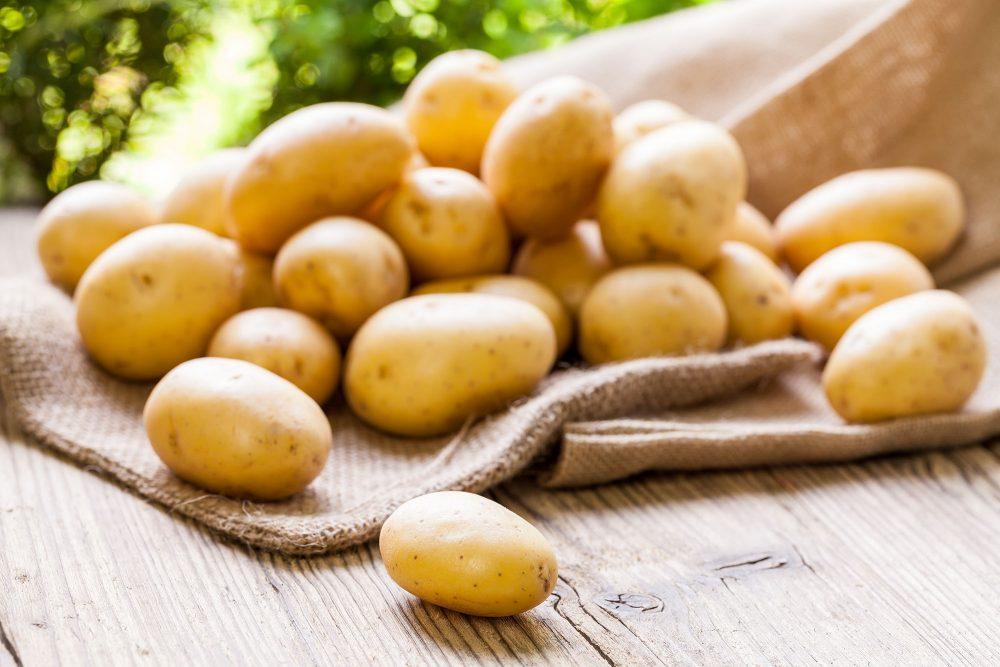Nước ép khoai tây chứa nhiều vitamin và khoáng chất giúp bà bầu chống chọi cơn đau dạ dày