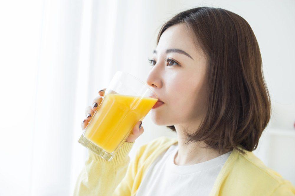 Giúp da trắng hồng mịn màng, chống lại các tác nhân oxy hóa bằng cách uống tinh bột nghệ mỗi ngày