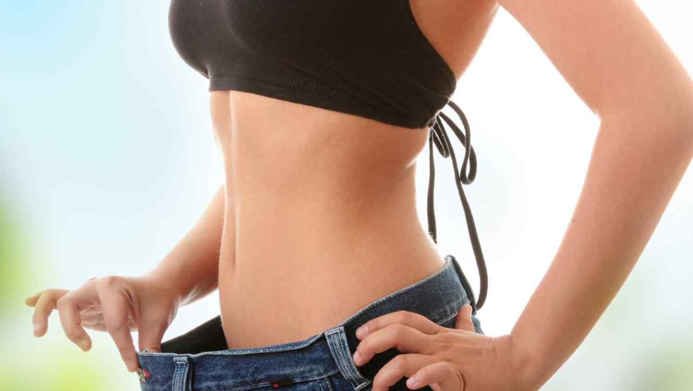 Uống tinh bột nghệ đều đặn trước bữa ăn kết hợp với chế độ ăn uống và tập luyện hợp lý mang lại vóc dáng thon gọn, khỏe khoắn