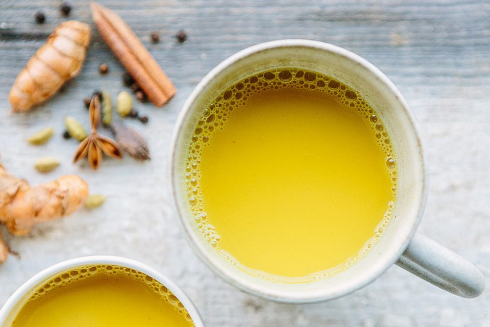 Sau khi pha với nước thường, nếu dung dịch có màu vàng tươi thì đó là tinh bột nghệ nguyên chất